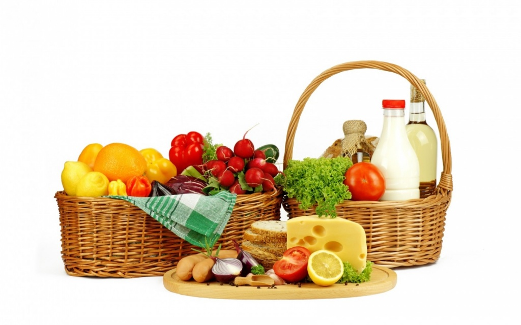 basket_bread_cheese_vegetables_fruits_milk_lemons_tomatoes-623097.jpg